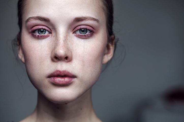 Почему человеку хочется плакать без причины?