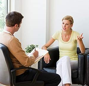 девушка пришла за помощью к психотерапевту