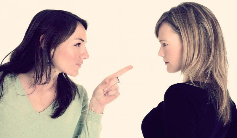 Как противостоять хамству на работе: советы психолога