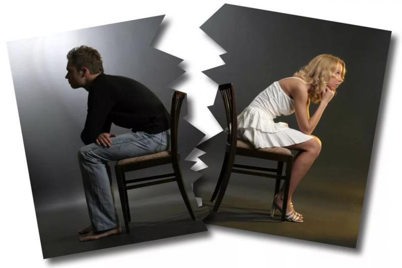 Разорванная фотография мужчины и женщины