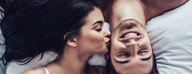 14 признаков, как узнать, что девушка тебя любит - фото 2