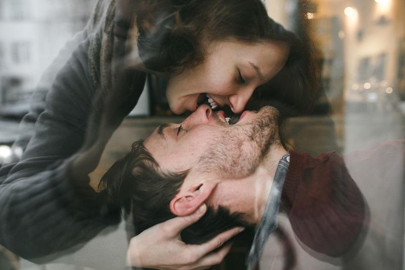 Как увлечь за собой мужчину-Водолея: 6 ответов на актуальные вопросы