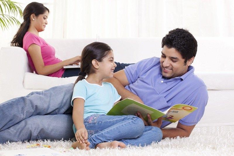 Любовник пытается найти общий язык с детьми своей возлюбленной
