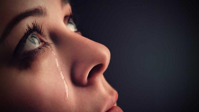Лицо плачущей женщины